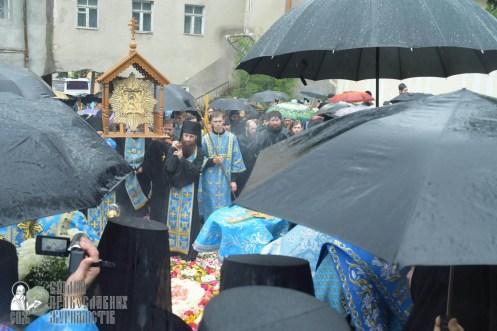 easter_procession_ukraine_pochaev_sr_1385