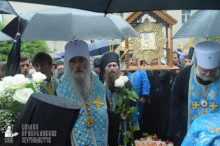 easter_procession_ukraine_pochaev_sr_1394