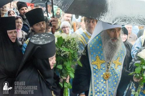 easter_procession_ukraine_pochaev_sr_1405