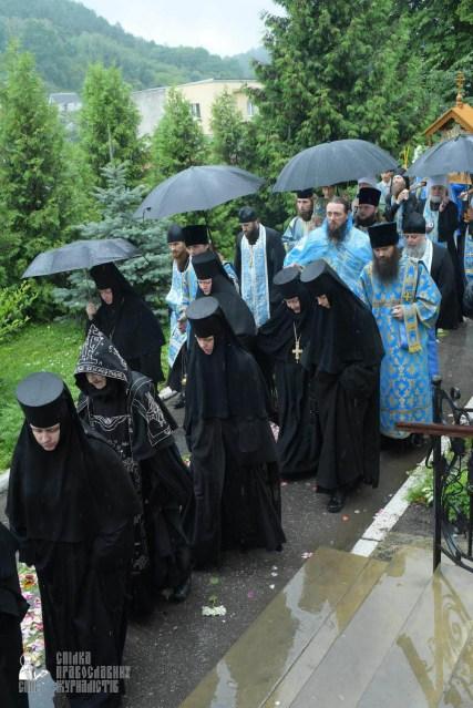 easter_procession_ukraine_pochaev_sr_1411
