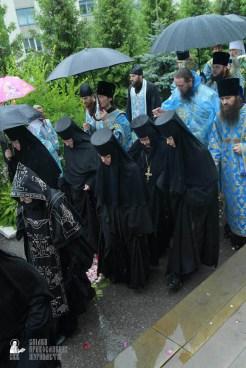 easter_procession_ukraine_pochaev_sr_1414