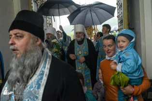 easter_procession_ukraine_pochaev_sr_1423