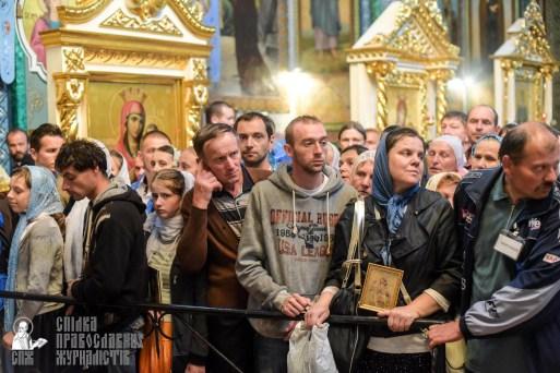 easter_procession_ukraine_pochaev_sr_1463