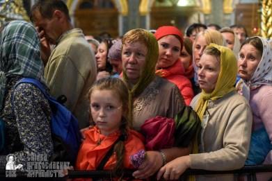 easter_procession_ukraine_pochaev_sr_1484