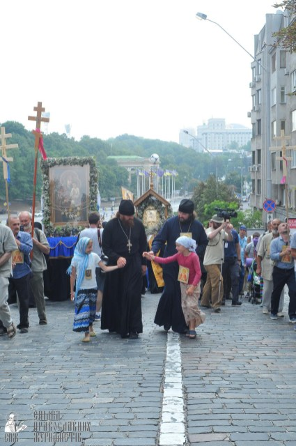 easter_procession_ukraine_an_0117