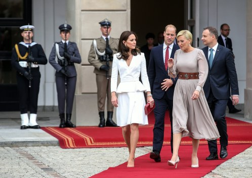 epa06092813 Polish President Andrzej Duda (R) and his wife Agata Kornhauser-Duda (2-R) with Britain's Prince William, Duke of Cambridge (2-L) and Catherine, Duchess of Cambridge (L) after the meeting at the Presidential Palace in Warsaw, Poland, 17 July 2017. The Duke and Duchess of Cambridge are on a first official visit to Poland. EPA/JACEK TURCZYK POLAND OUT