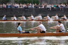 epa06098911 Britain's Catherine, Duchess of Cambridge (L-front) and Britain's Prince William, Duke of Cambridge (L-back) sit in rowing boats with rowers as they take part in a friendly rowing race between Cambridge and Heidelberg teams, in Heidelberg, Germany, 20 July 2017. The Duke and Duchess of Cambridge are on a first official visit to Germany. EPA/RONALD WITTEK