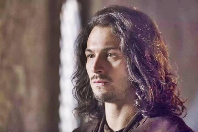 Deus Salve o Rei - Afonso faz descoberta (Reprodução/TV Globo)