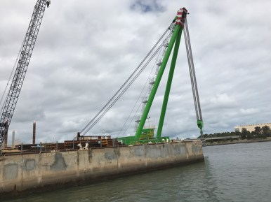 Large Floating 695T crane in Pt Adelaide
