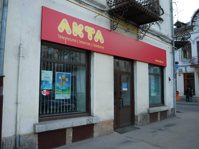 AKTA intra pe piata de telefonie mobila cu abonamente de la 2 euro