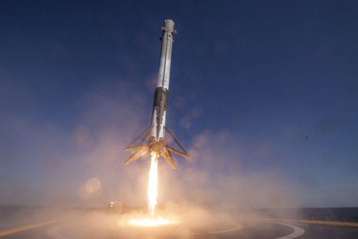 SpaceX lanseaza duminica doi sateliti pentru internet din totalul de 12000