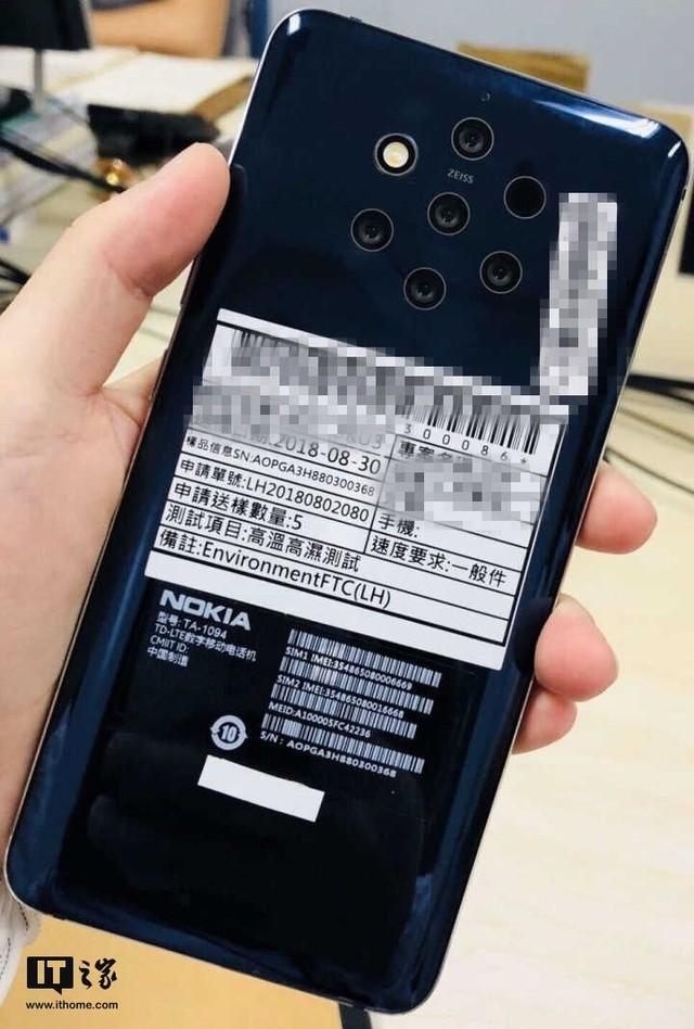 Nokia relanseaza modelul PureView dar cu 5 camere foto