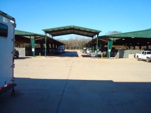 Covered unloading area