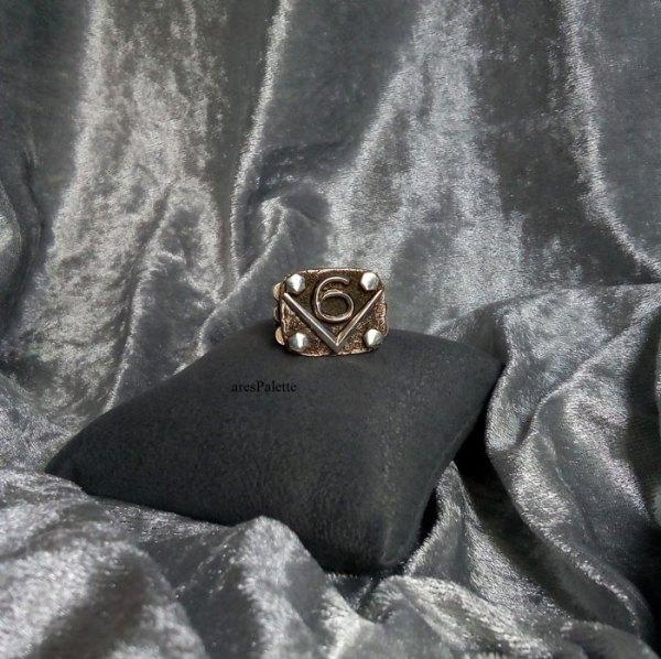 v6 ring v6 engine  v6 engine ring men rings muscle cars car jewelry   arespalette 2