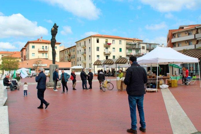 Il mercato in Piazza Zucchi ad Arezzo