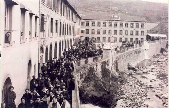 Uscita dal lanificio - Stia 1914