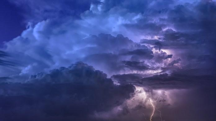 Maltempo, prolungato fino alle 22 di stasera il codice giallo per temporali sulle zone interne