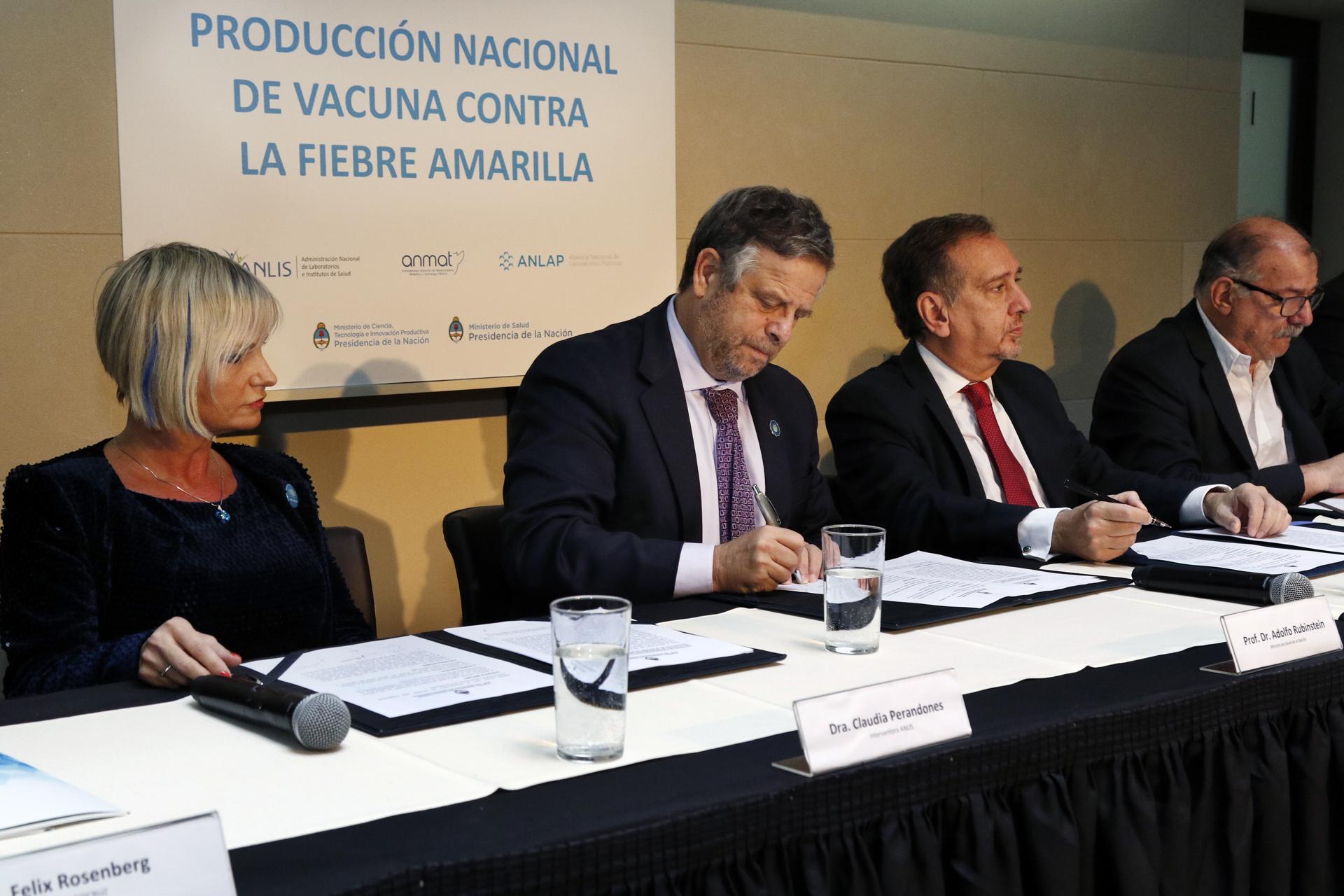 11-05-18 Rubinstein y Barañao convenio producción vacuna fiebre amarilla 5