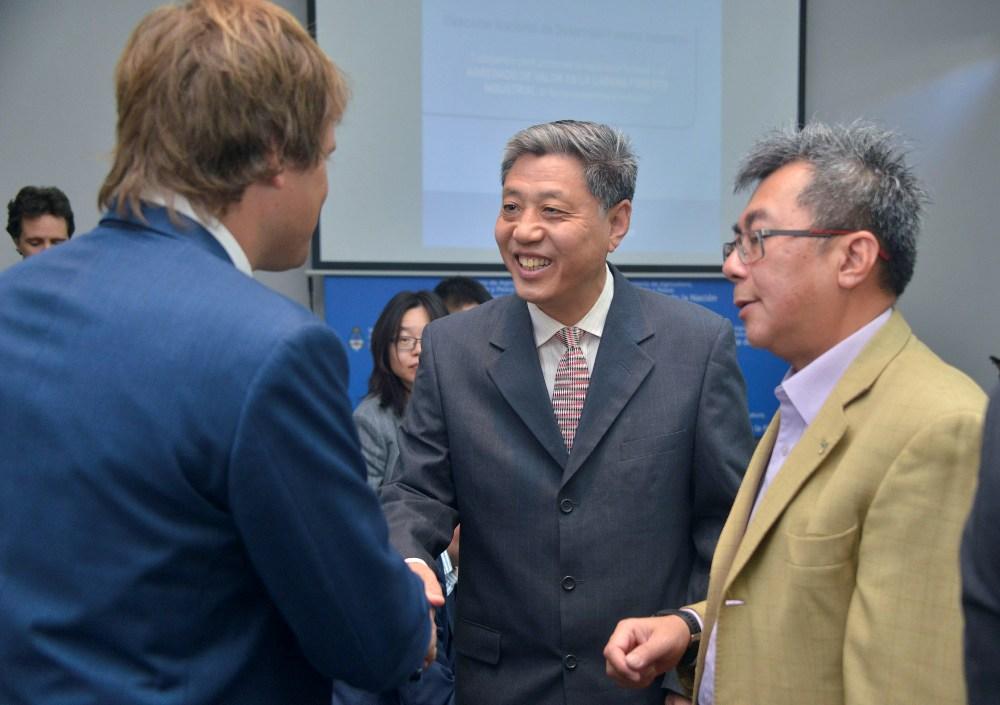 Resultado de imagen para Argentina recibió una comitiva china para potenciar exportaciones del sector forestal