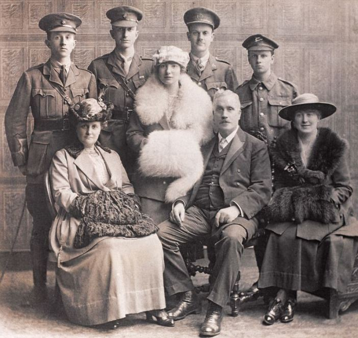 Second Lieutenant William Eve (left) with his family, 1915. (Credits: NAM)
