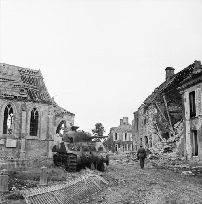 A knocked-out German Panther tank in the centre of Lingèvres, 20 June 1944.