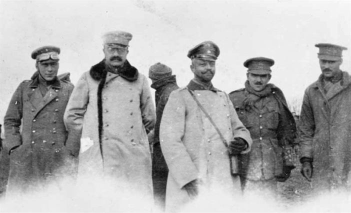 British and German officers meeting in no man's land during the unofficial truce. (Credits: Imperial War Museum)