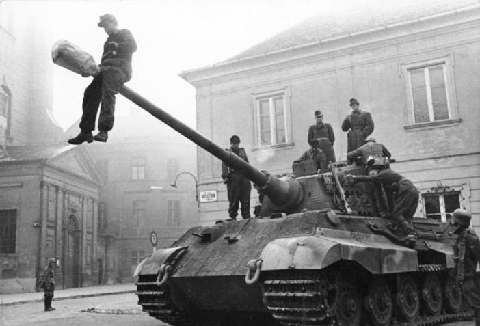 A Tiger II of the schwere Panzer-Abteilung 503 in Budapest.