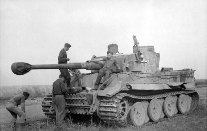 "Soviet-Union during Operation ""Zitadelle"" a Tiger I with Turret number 323."