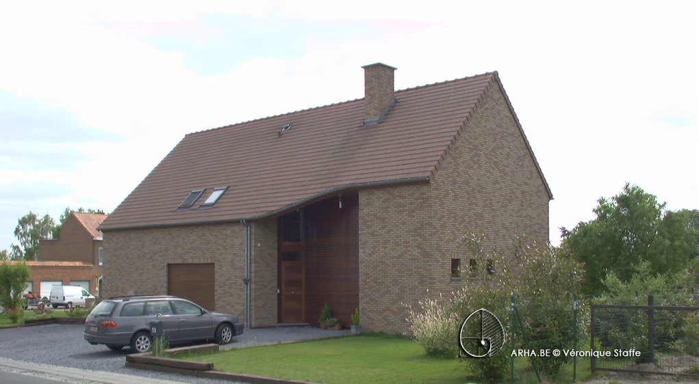 Vue Nord-Est d'une maison éco-bio-climatique conçue par Véronique Staffe inspirée par la spirale du nombre d'or.