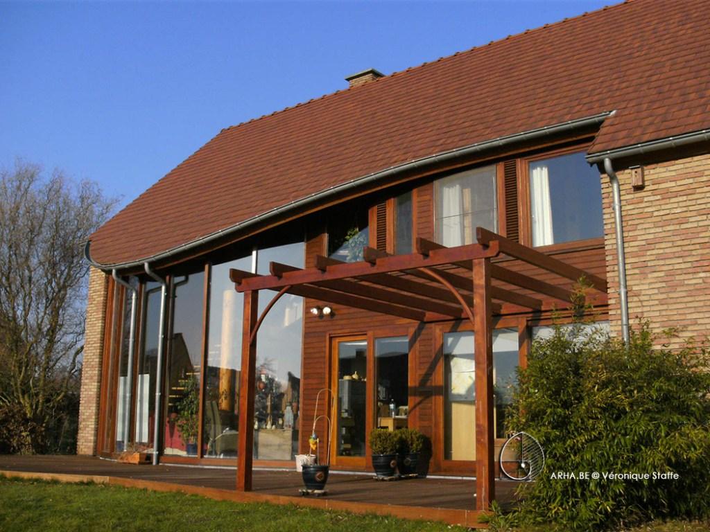 Maison éco-bio-climatique. Habitat écologique conçue par Véronique Staffe inspirée par la spirale du nombre d'or. Vue Dus-Ouest