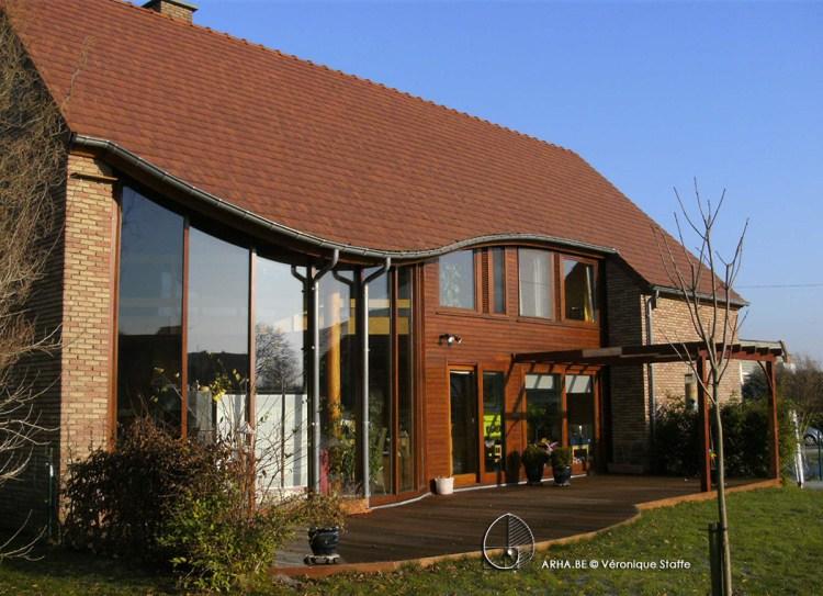Maison éco-bioclimatique conçue par Véronique Staffe inspirée par la spirale du nombre d'or.