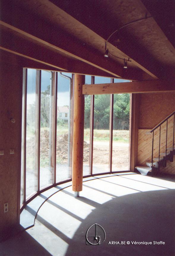 Vue intérieur d'une maison éco-bio-climatique conçue par Véronique Staffe inspirée par la spirale du nombre d'or.