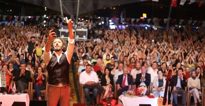 Festivalin 4. Gecesine Derya Uluğ ve Fettah Can'ın Verdiği Muhteşem Konserler Damga Vurdu!