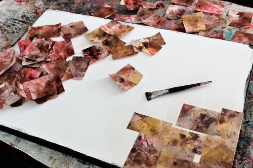 Photo du processus créatif (papiers et toile)
