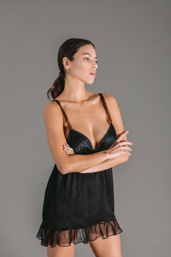 Babydoll in black creponne silk chiffon with Chantilly lace