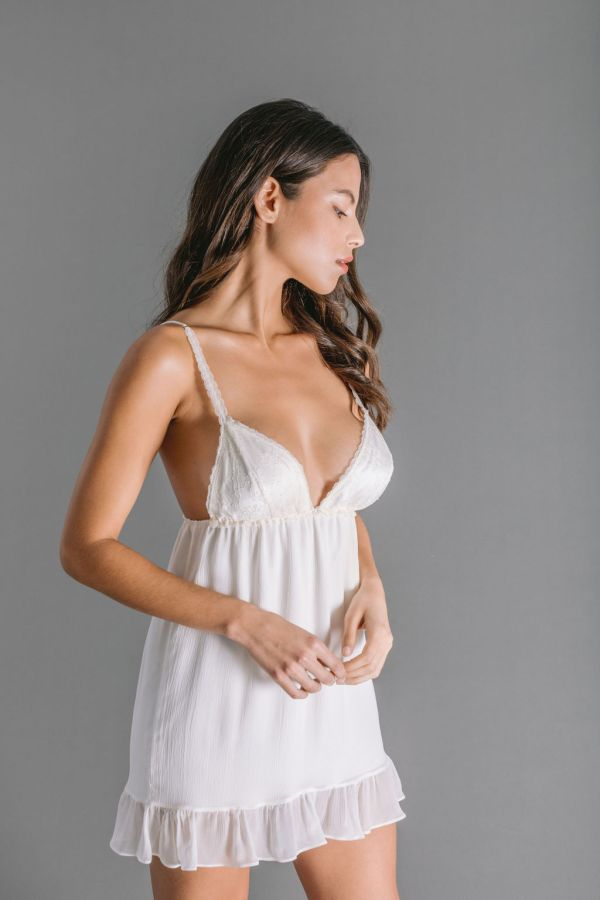 Babydoll in white creponne silk chiffon with Chantilly lace