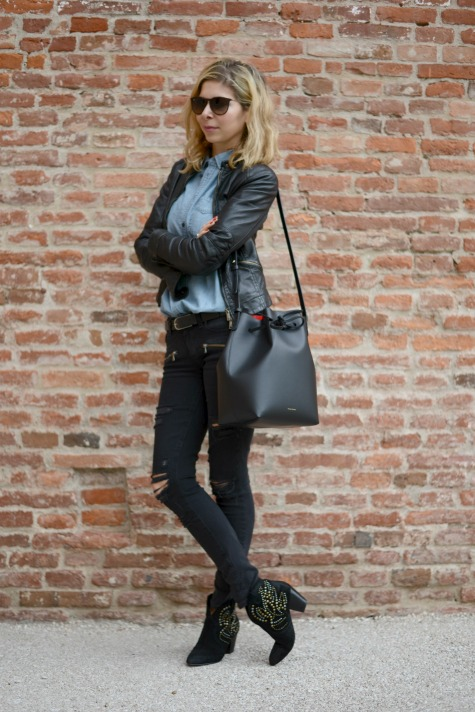 Mansur Gabriel bucket bag, paige denim ripped jeans, Madewell denim shirt, Leather jacket, Ash boots, rayban sunglasses.