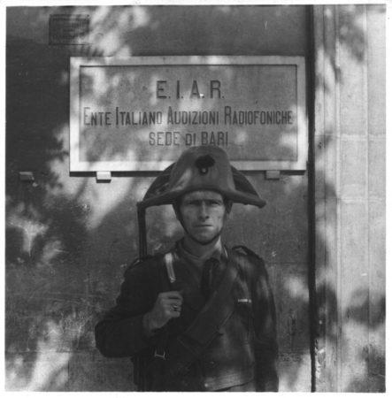 1943-09-carabiniere_di_guardia