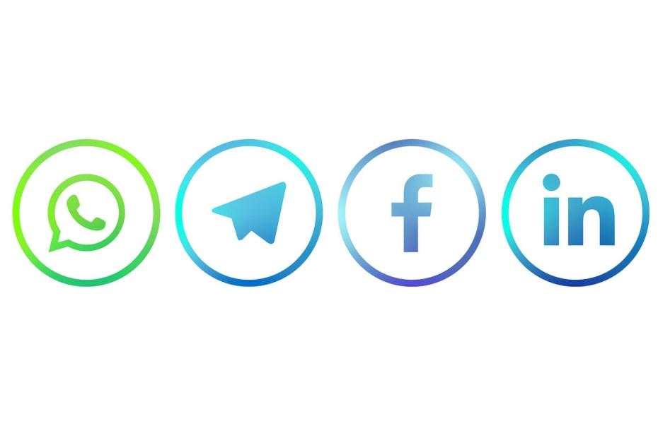 contattaci con facebook whatsapp telegram linkedin