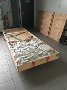 Holzkiste geöffnet