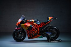 374172_Brad-Binder_33_RC16_Red-Bull-KTM-Factory-Racing_MotoGP_Team-Presentation_2021.jpg-_21_