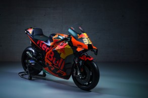 374181_Brad-Binder_33_RC16_Red-Bull-KTM-Factory-Racing_MotoGP_Team-Presentation_2021.jpg-_8_