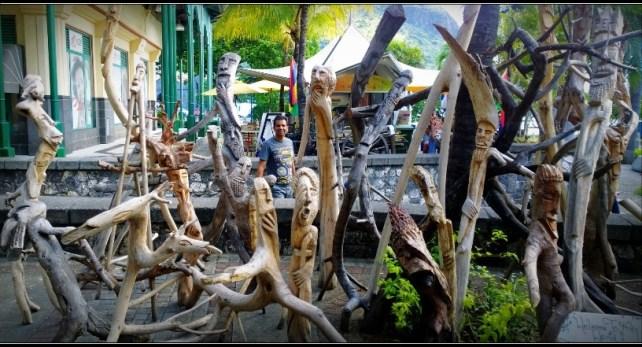 Wood Sculpture - Le Caudan Waterfront