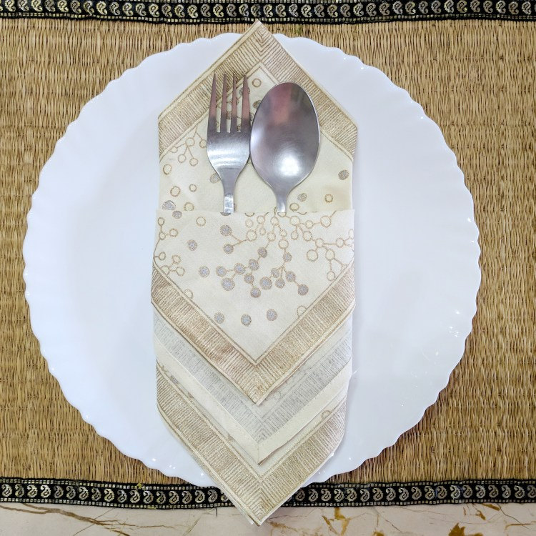 6 Easy Napkin Folding Ideas - A Perfect Pocket