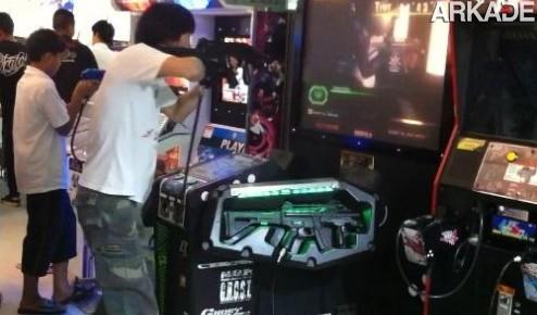 Vídeo aula: como não se comportar enquanto joga um arcade de tiro