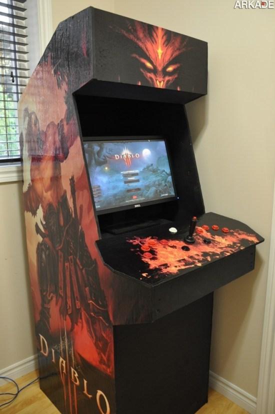 Que tal jogar Diablo III em um fliperama?