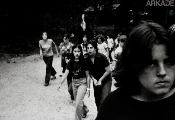 Tribuna Arkade: garotas detidas por tentativa de homicídio afirmam que Slender Man foi o mandante do crime!