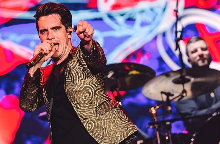 Rock in Rio - Red Hot Chilli Peppers mistura sucessos com instrumental em noite variada