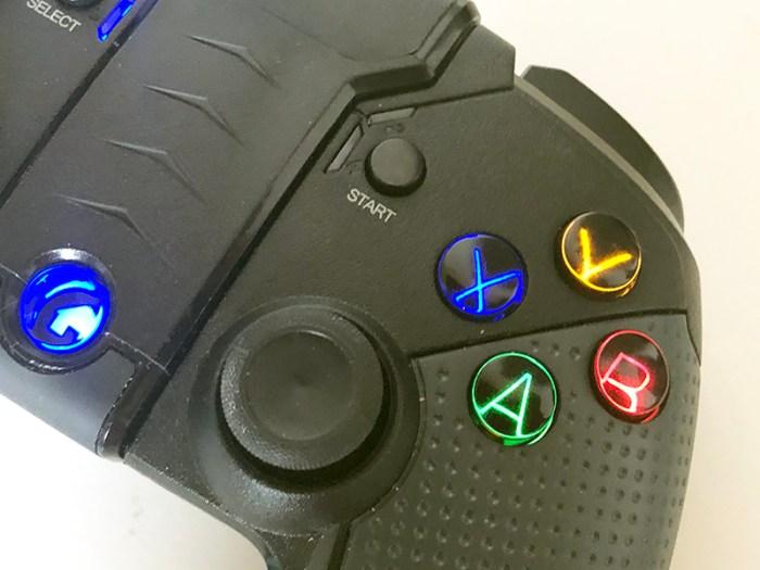 Conhecemos o Legend, o gamepad bluetooth da OEX, pra PC e Android