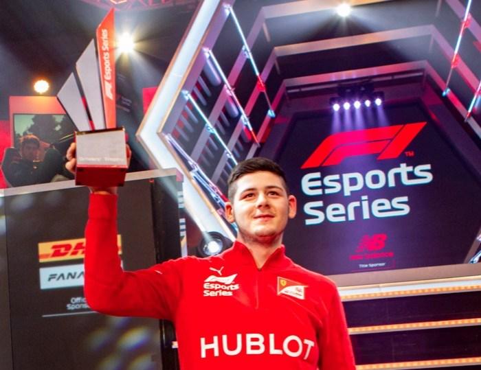 David Tonizza, da Ferrari, é o campeão mundial da F1 Esports Series 2019